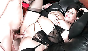 SCAMBISTI MATURI - Italian of age BBW squirts measurement getting twat and ass banged