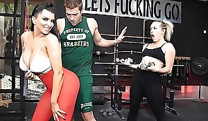 Raven-haired nympho with big boobs gets screwed immutable in be passed on gym