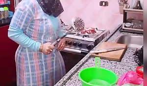 Arab mammy bitch with big ass fucks