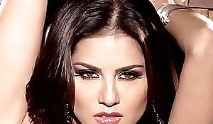 Babes - SUNNY UNCHAINED Sunny Leone